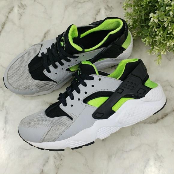 1fa5fd5d00ac Nike Huarache Run Wolf Grey Black Electric green. M 5acfe8fca44dbe42ce494c2f